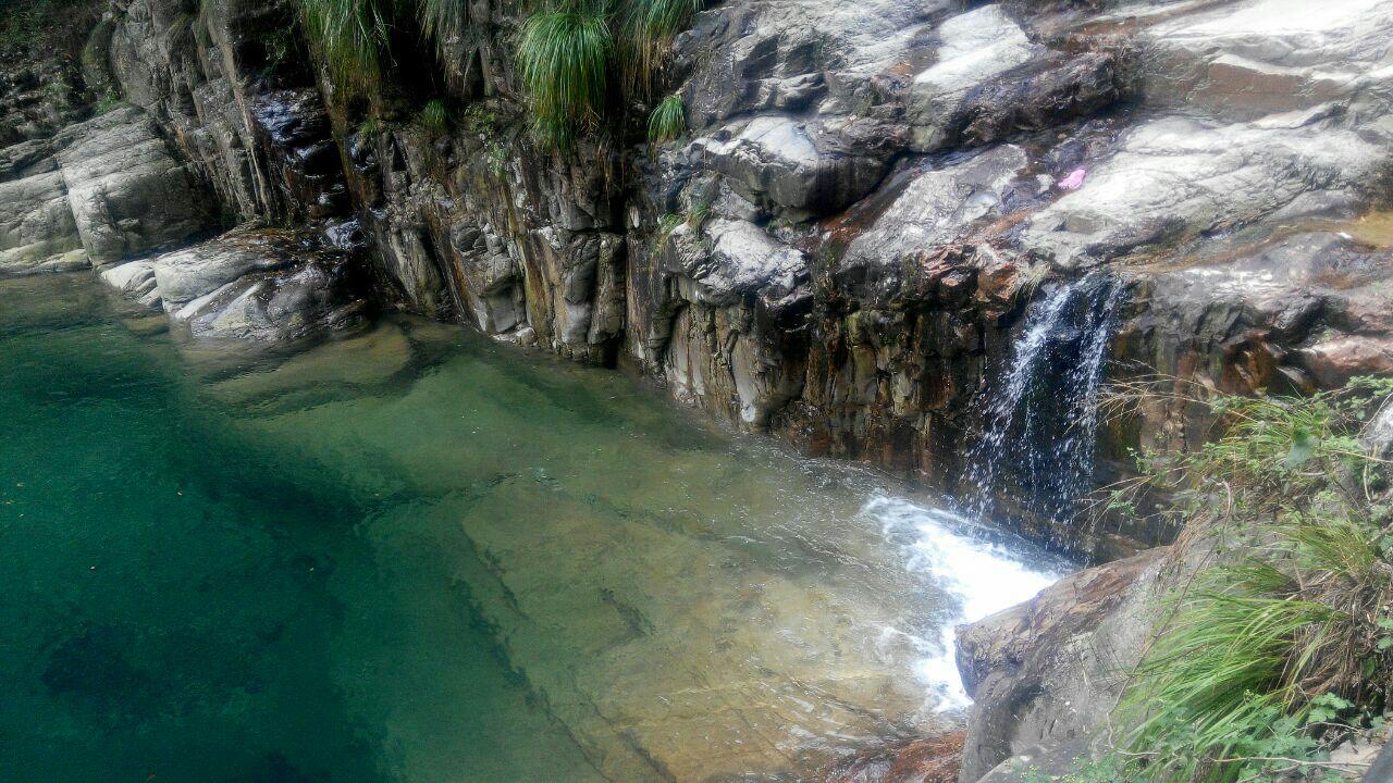 碧龙潭位于江西九江市庐山小天池东北面,以250万年前的第四庐山碧龙潭