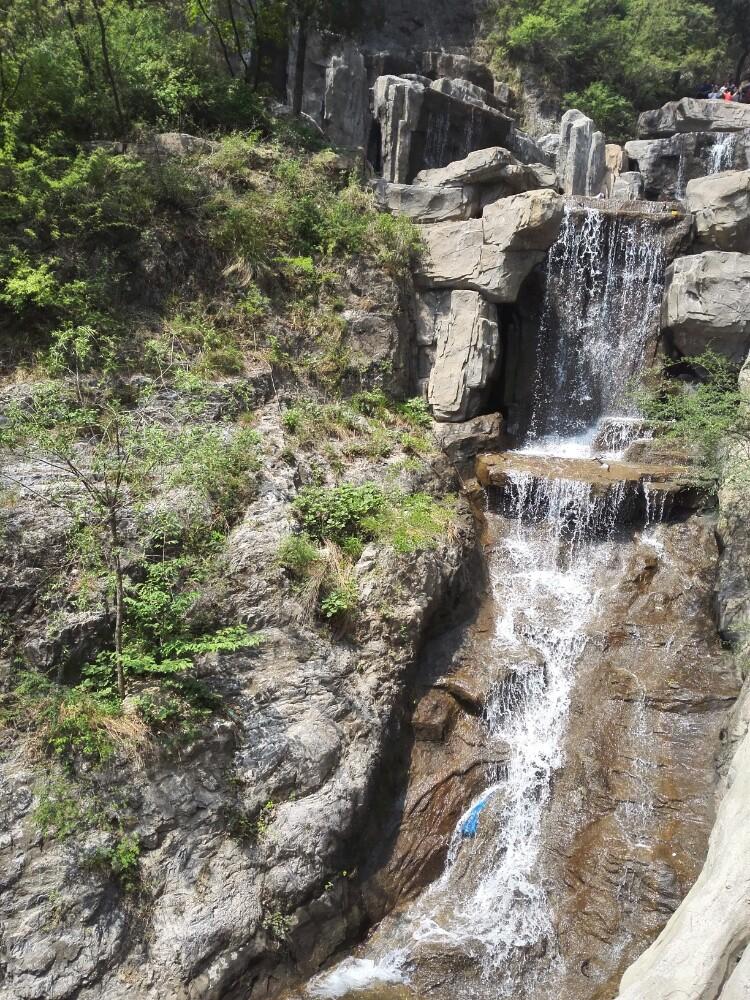 狼牙山地质结构很有特色,景色也很不错的,山色清秀.