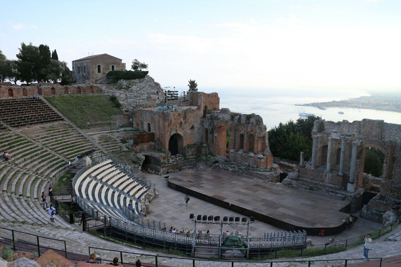 希腊露天圆形剧场teatro greco