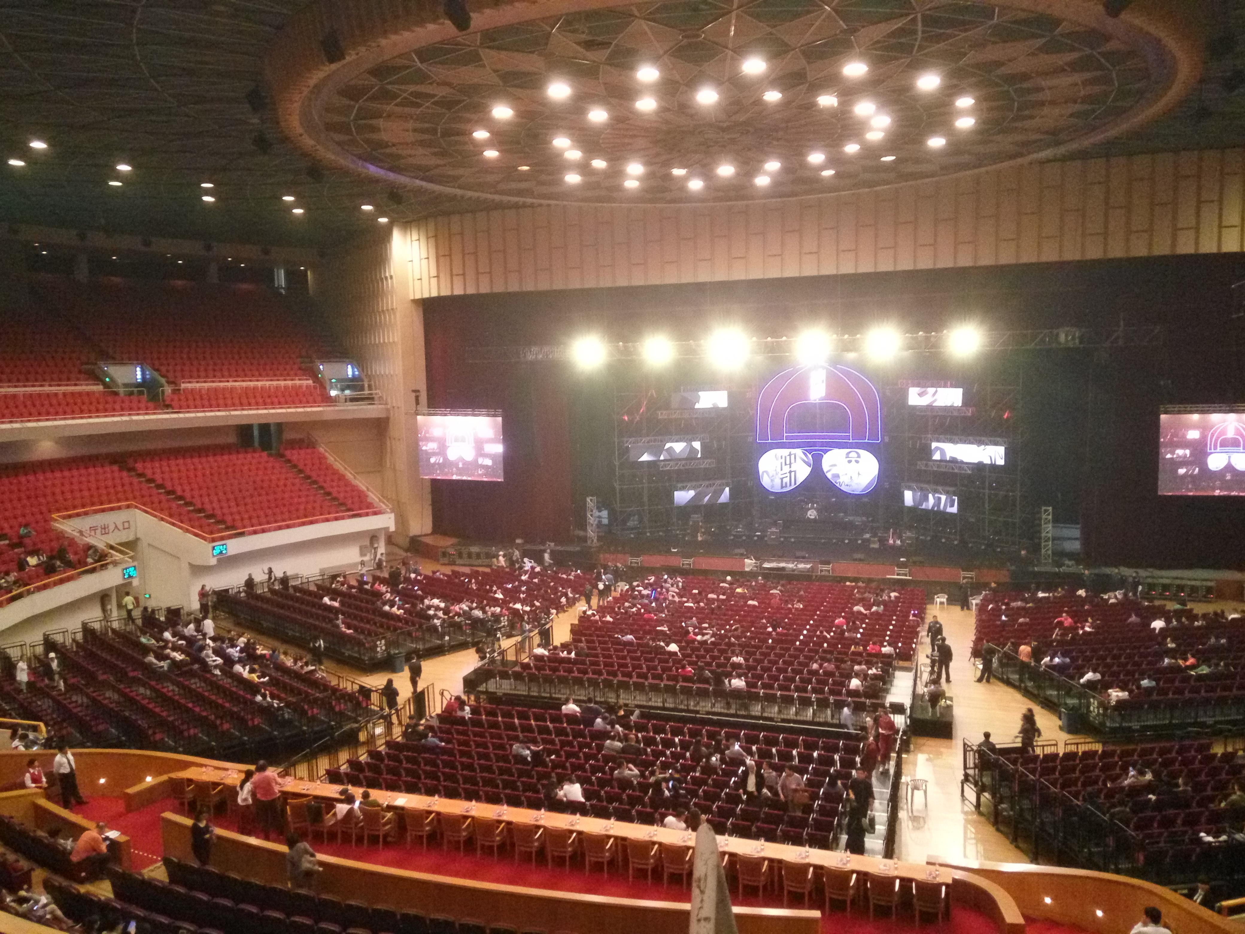 上海体育馆(上海大舞台)下体初中男孩的图片