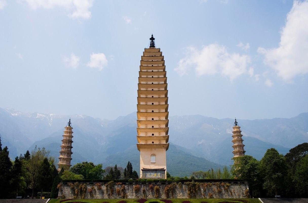 出游                                  崇圣寺三塔位于大理古城西北