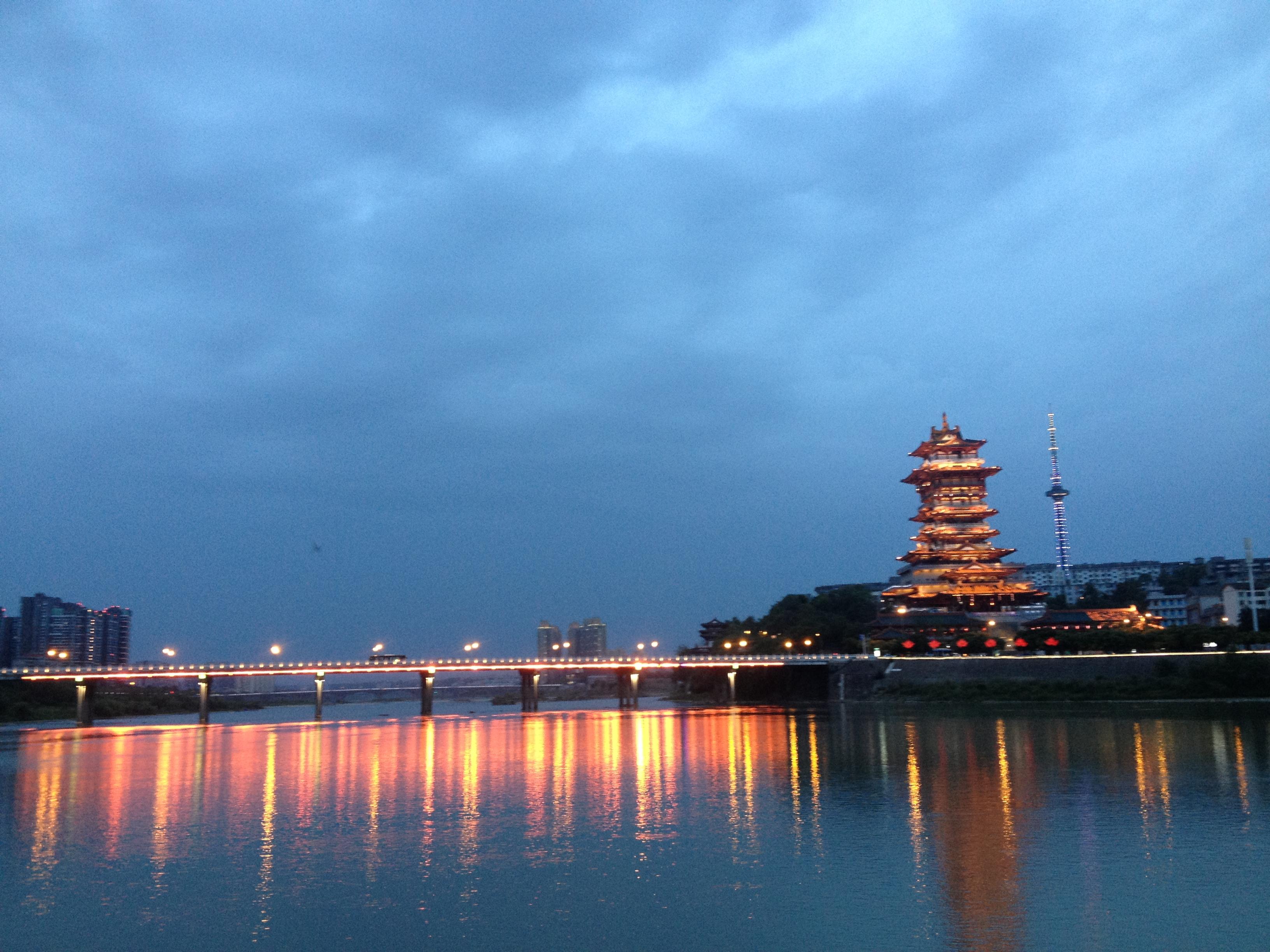 5.这里很适合拍绵阳的城景,晚上可以拍夜景.6.