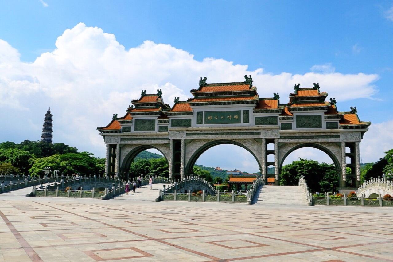 顺峰山公园,顺德 新十景 之一,具有中华第一牌坊的美誉,规模大,造型