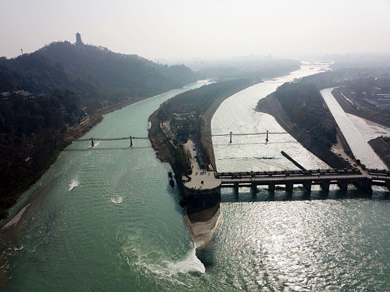 都江堰水利工程——飞沙堰与鱼嘴的区别