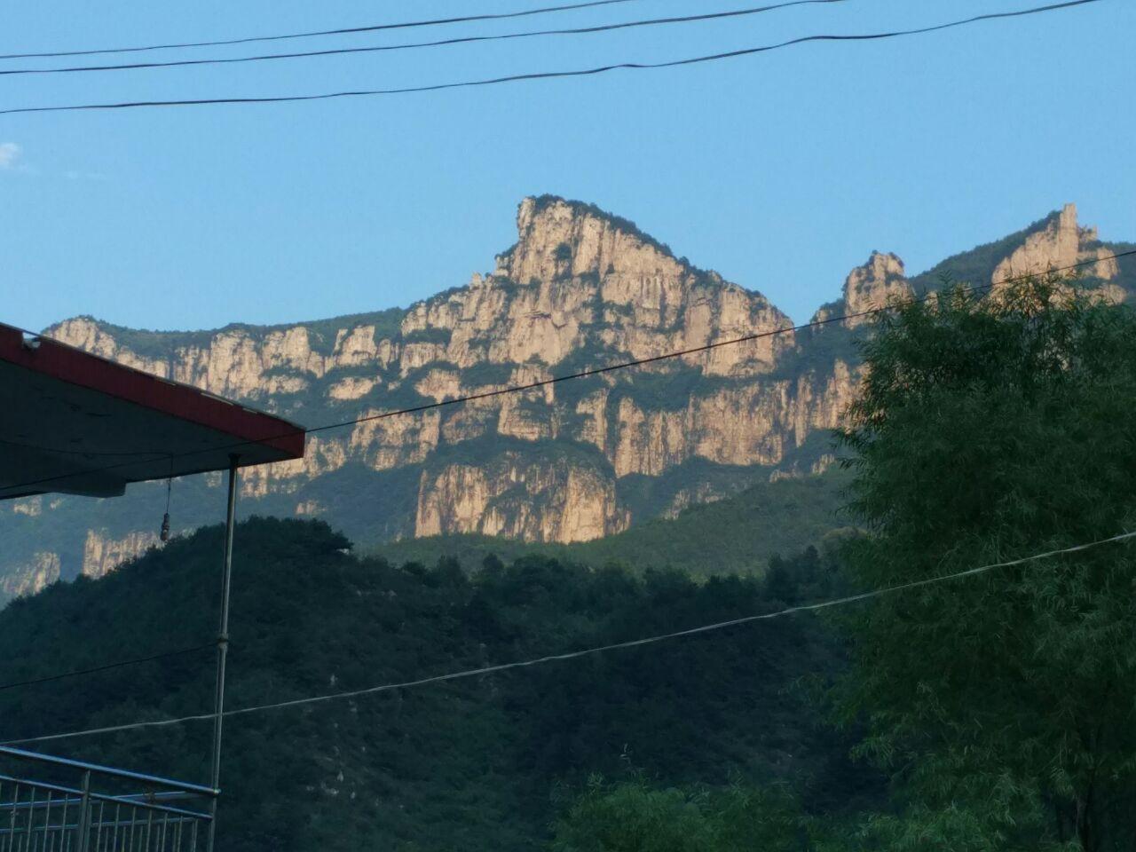 【携程攻略】林州王相岩景点,夏天这里游客多,写生的.