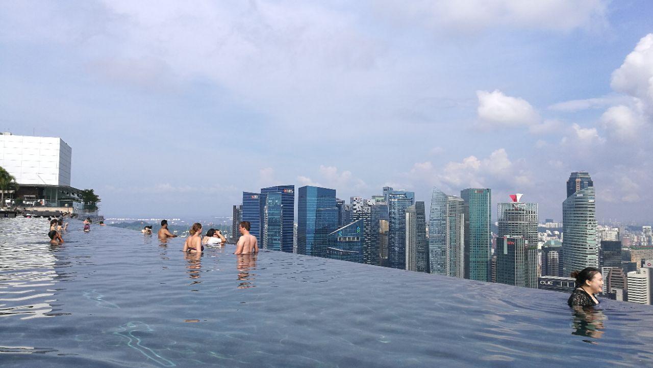 无边泳池_滨海湾金沙酒店无边泳池