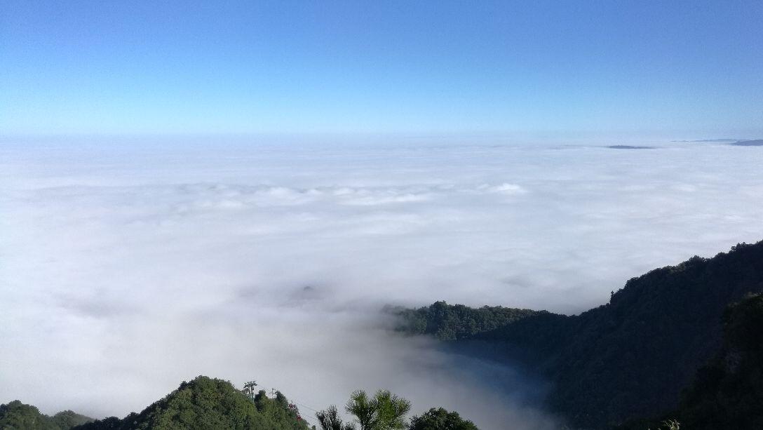 武当山不错,有优美风景,有深厚文化,山路难爬,山顶风光好 2017-10-21
