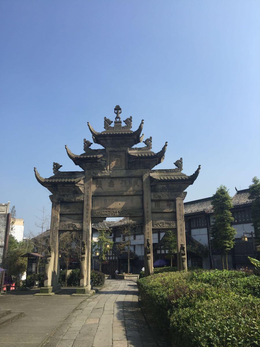 隆昌石牌坊的地理环境