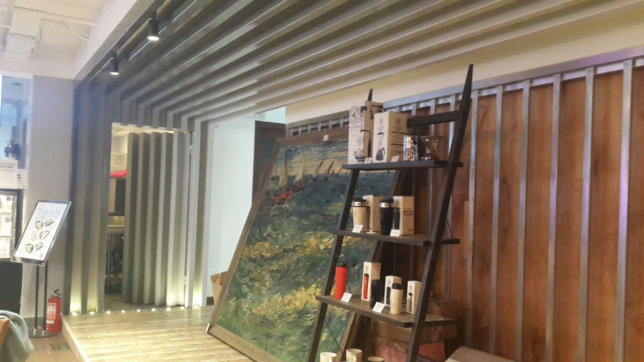 咖啡屋内装修风格也是欧式海派的
