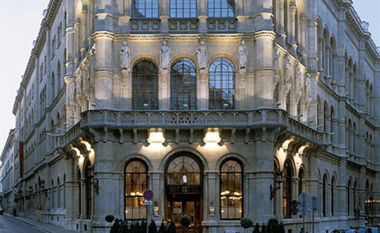 这个传奇般的咖啡馆提供维也纳风味餐,甜点,也是当年佛洛依德经常前往