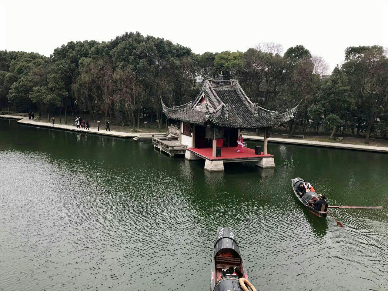 柯岩风景区位于浙江省绍兴市柯桥