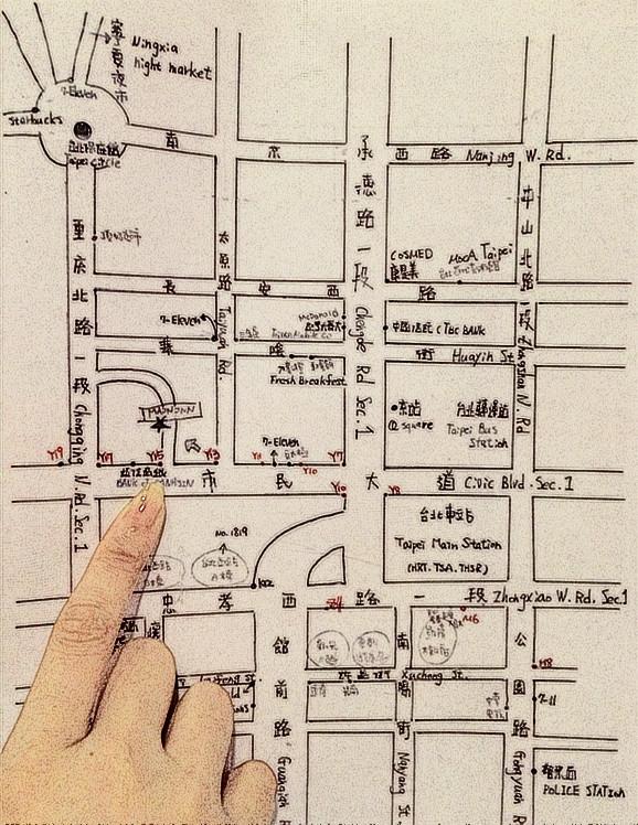 拿着旅馆的手绘地图,很容易就找到了宁夏夜市.