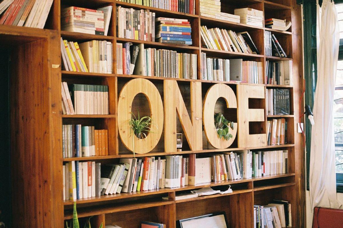 以生活方式类,艺术画册,摄影类书籍为主,也有一些在普通书店很难找到