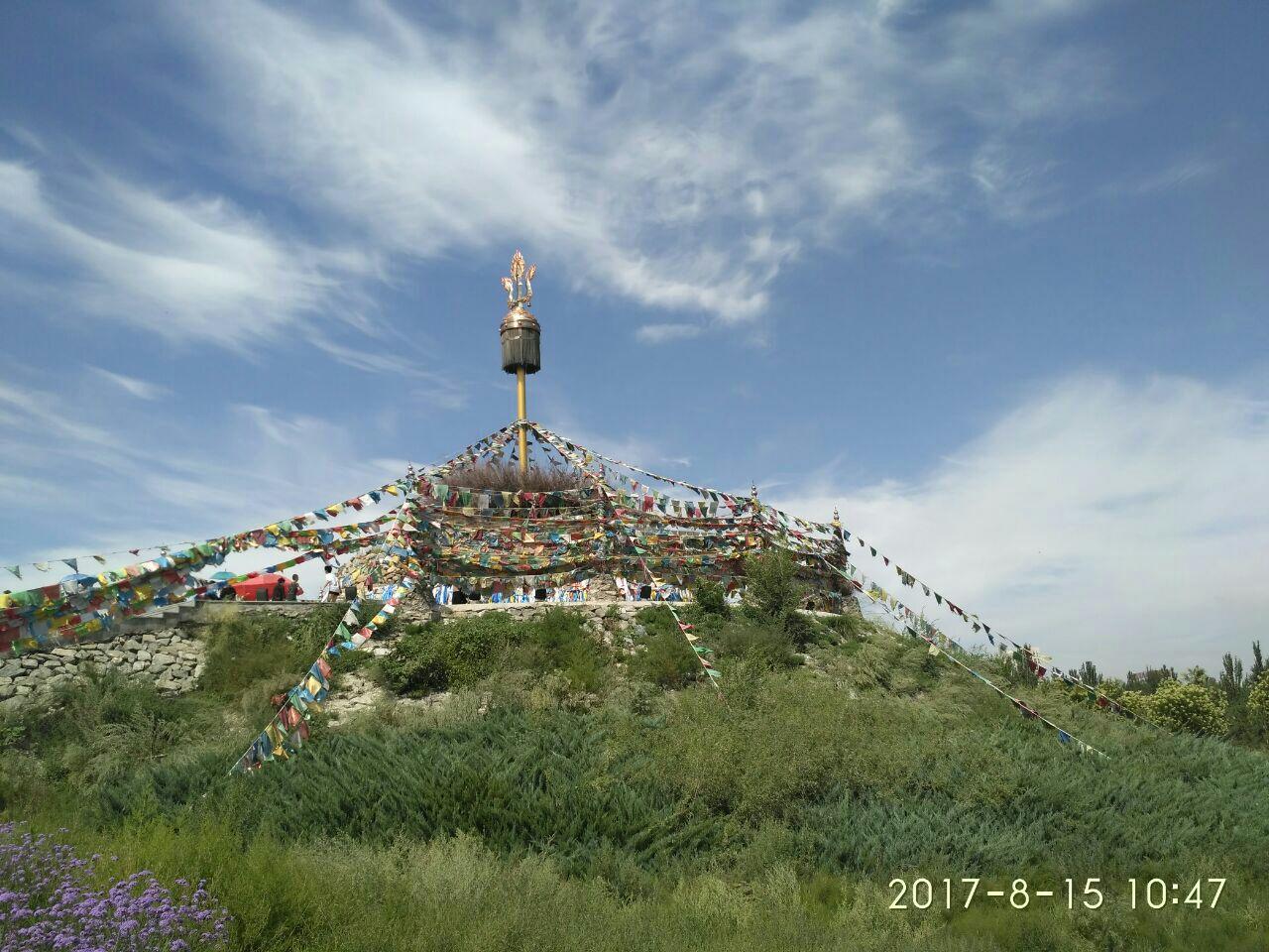 赛汗塔拉城中草原景色非常好,面积也很大,在包头市里面.