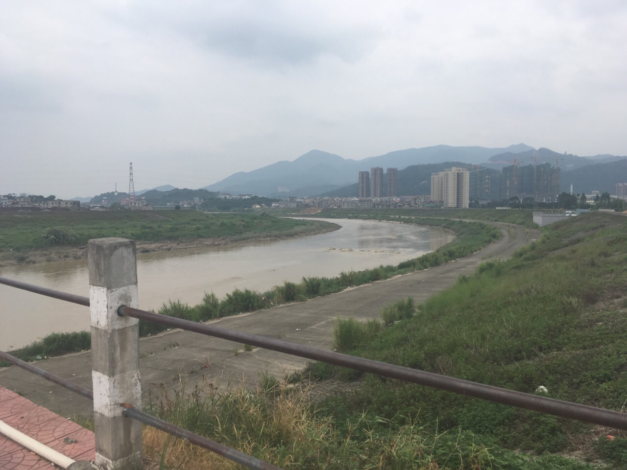 木兰陂位于福建省莆田市区西南5公里的木兰山下,木兰溪与兴化湾海潮