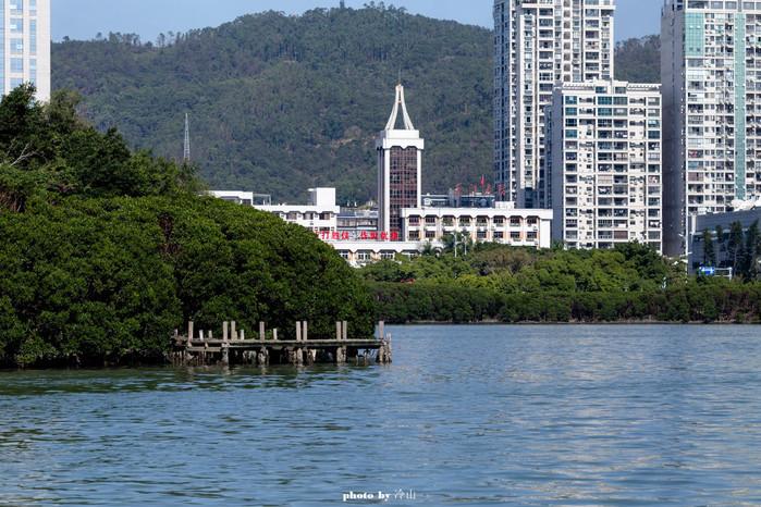 绍兴鲁�yo^�hn�z�zZ_筼箉湖沿岸是新兴的办公,商业住宅区,面临清清湖水,不远处就是大海