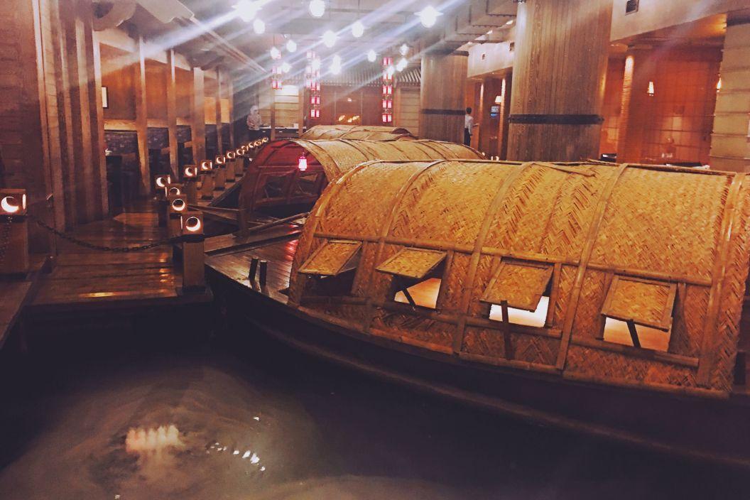 亚洲大酒店老船坞水上餐厅