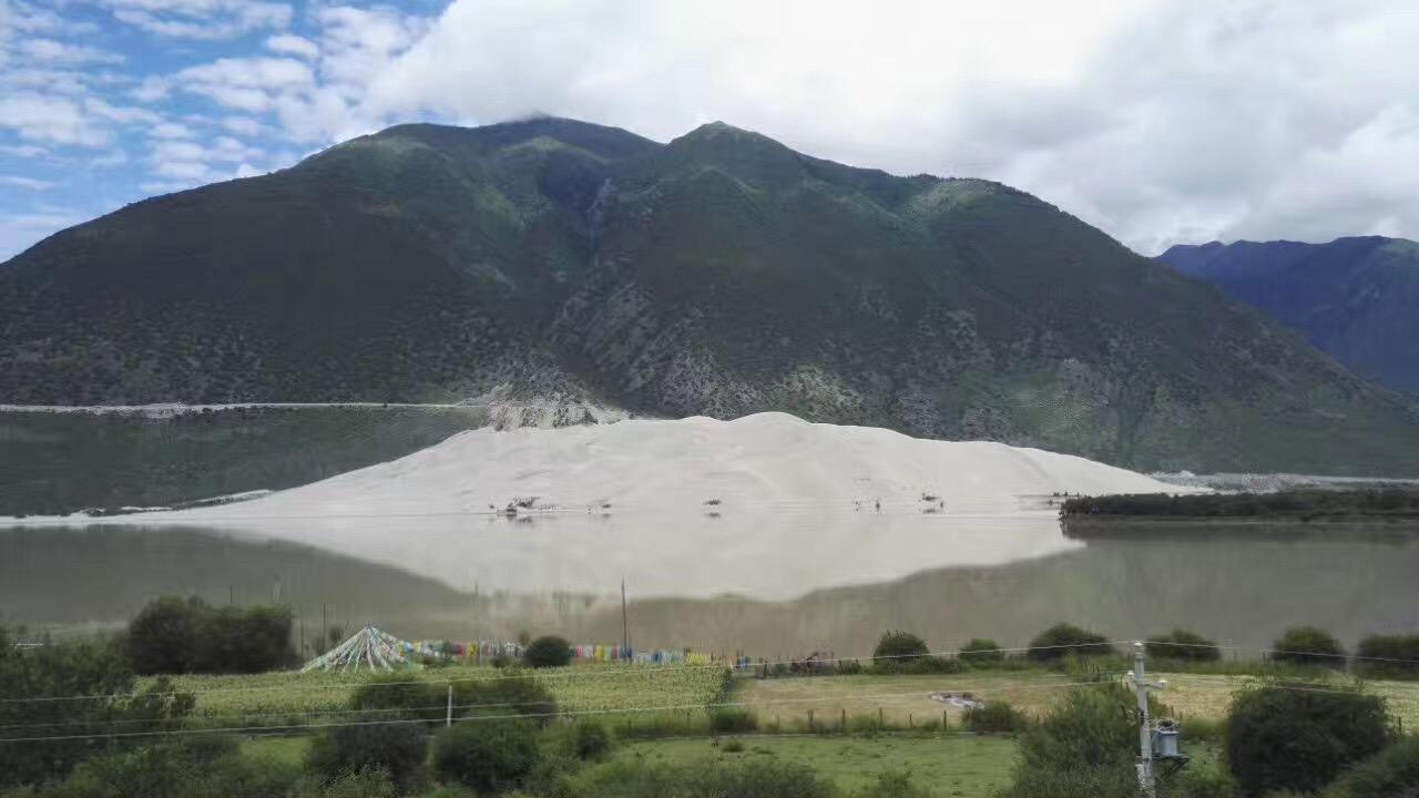 """尼洋河,中国青藏高原上的河流,全长307.5公里,流域面积1.75万平方公里,在雅鲁藏布江众支流中排行第四,但水量丰足,仅次于帕隆藏布江。尼洋河发源于西藏自治区米拉山西侧的错木梁拉,由西向东流,在林芝县的则们附近汇入雅鲁藏布江。 尼洋河是西藏自治区工布地区的""""母亲河"""",又称""""娘曲"""",藏语意为""""神女的眼泪""""。尼洋河沿河两岸植被完好,风光旖旎,景色迷人,途径景点众多,是青藏高原的河流之一。尼."""