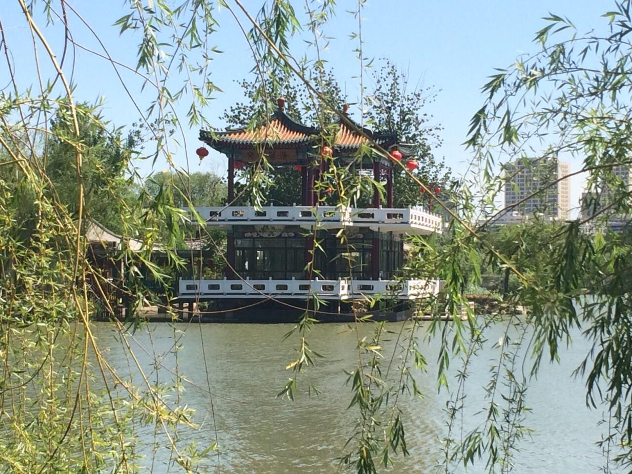 天津市内最大的公园,最南部是动物园,最北面有个游乐园.