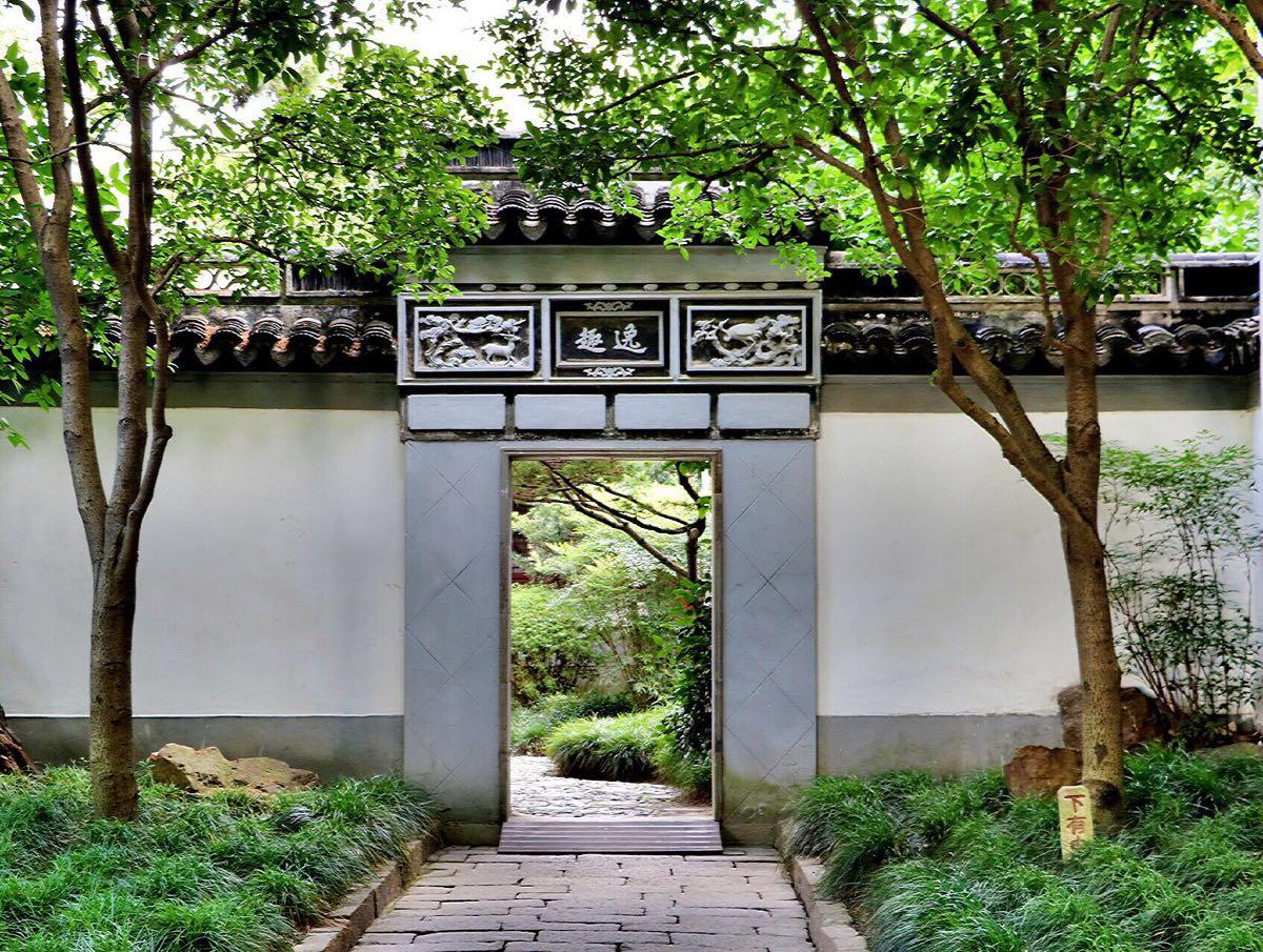 秋霞圃是中国江南著名的古典园林,位于上海嘉定区嘉定镇东大街,同时