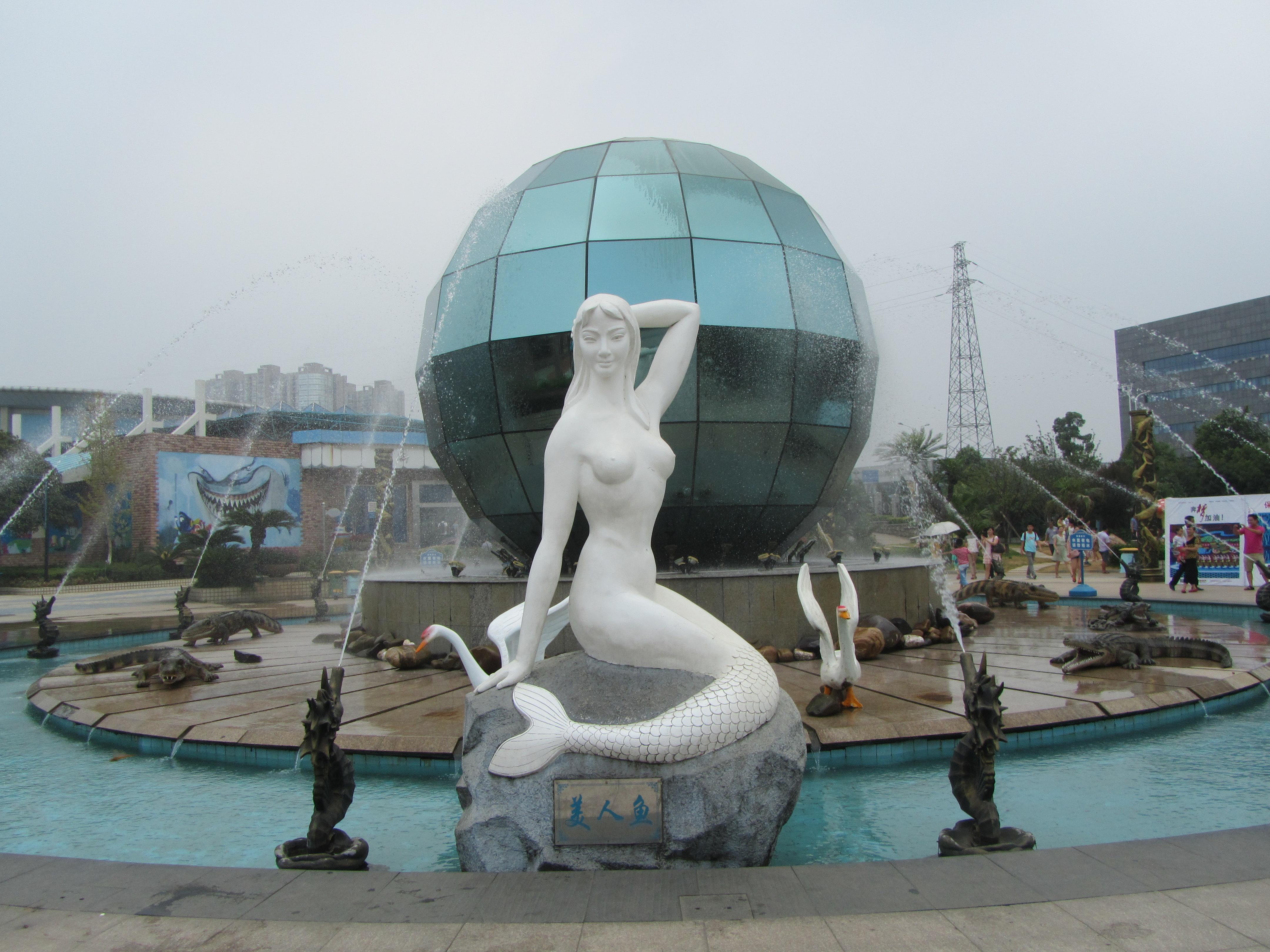 金属海洋小动物雕塑