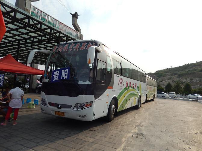 长途汽车到的是贵阳金阳客运站,前面说过,贵阳什么都设计得非常直接