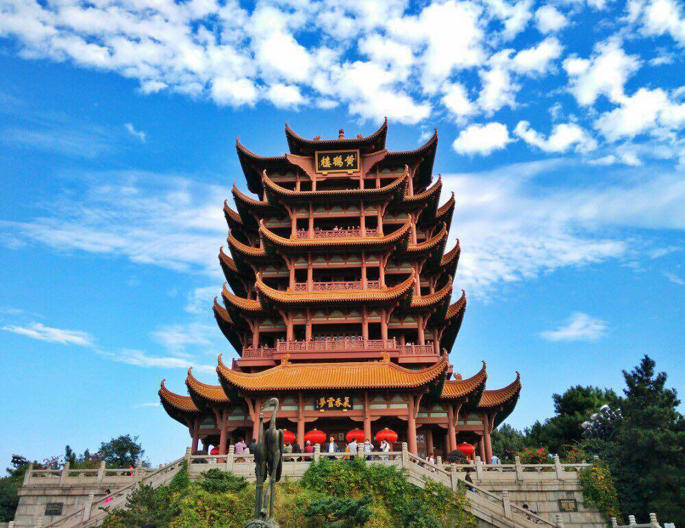 黄鹤楼是武汉市标志性建筑,与晴川阁,古琴台并称武汉三大名胜.