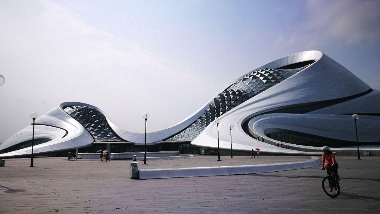 设计一系列标志性建筑及艺术作品,包括卢卡斯叙事艺术博物馆,加拿大&图片