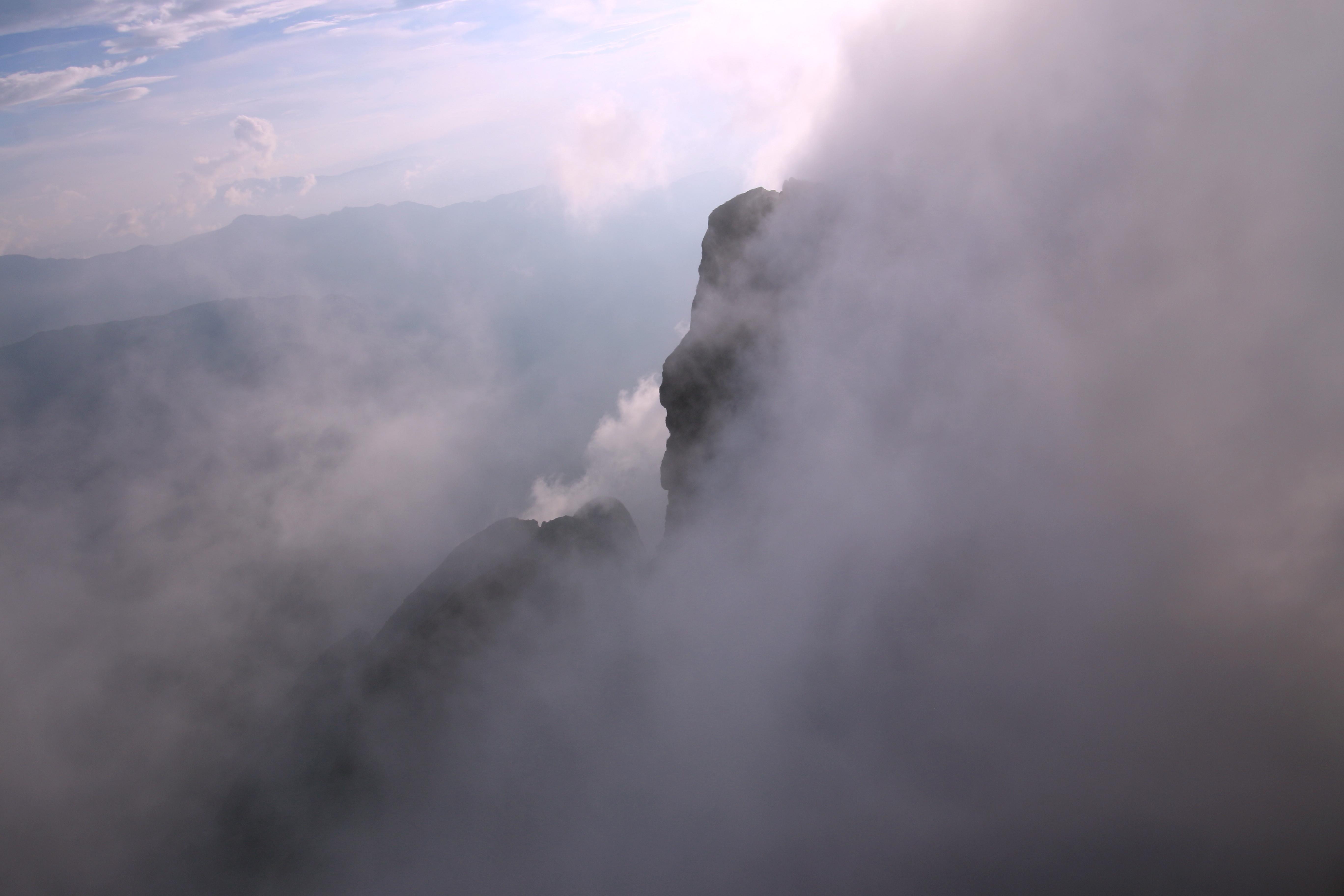 大山包的跳墩河水库,大海子成群结队的黑颈鹤;鸡公山感受佛光仙境