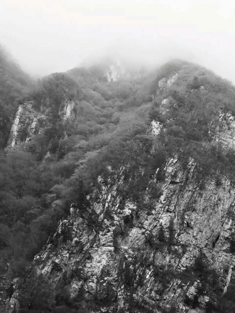秦岭被尊为华夏文明的龙脉,主峰太白山高3771.