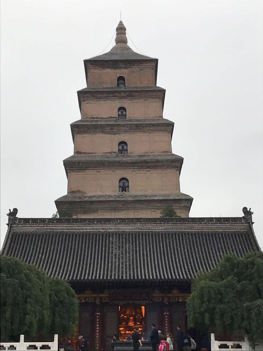 大雁塔是西安市地标建筑,始建于唐代,是李治为亡母长孙皇后修建的