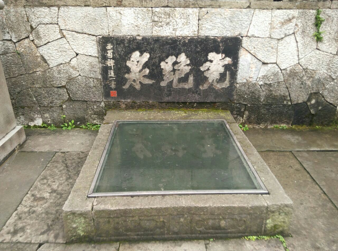 杭州虎跑梦泉位于杭州虎跑公园内,在虎跑路39号,杭州动物园