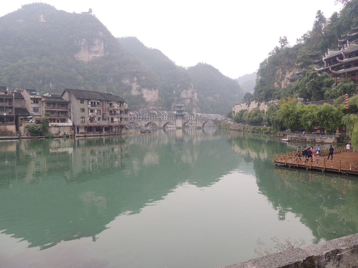 青龙洞风景区由青龙洞,紫阳书院,中元禅院,万寿宫,祝圣桥,莲花亭六个