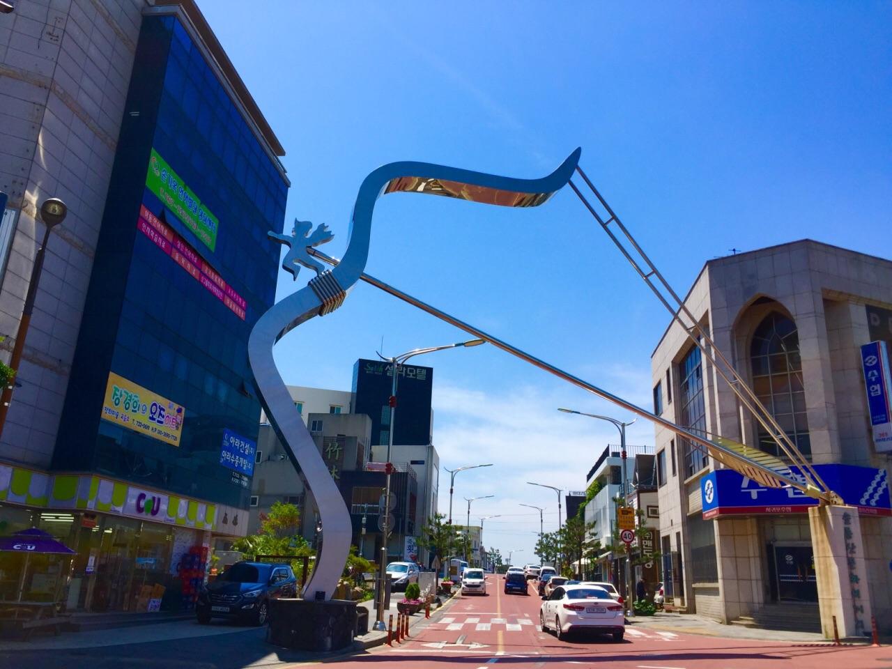濟州市可以坐702西部環線到達,世界杯足球體育場就在西歸浦客運站的圖片