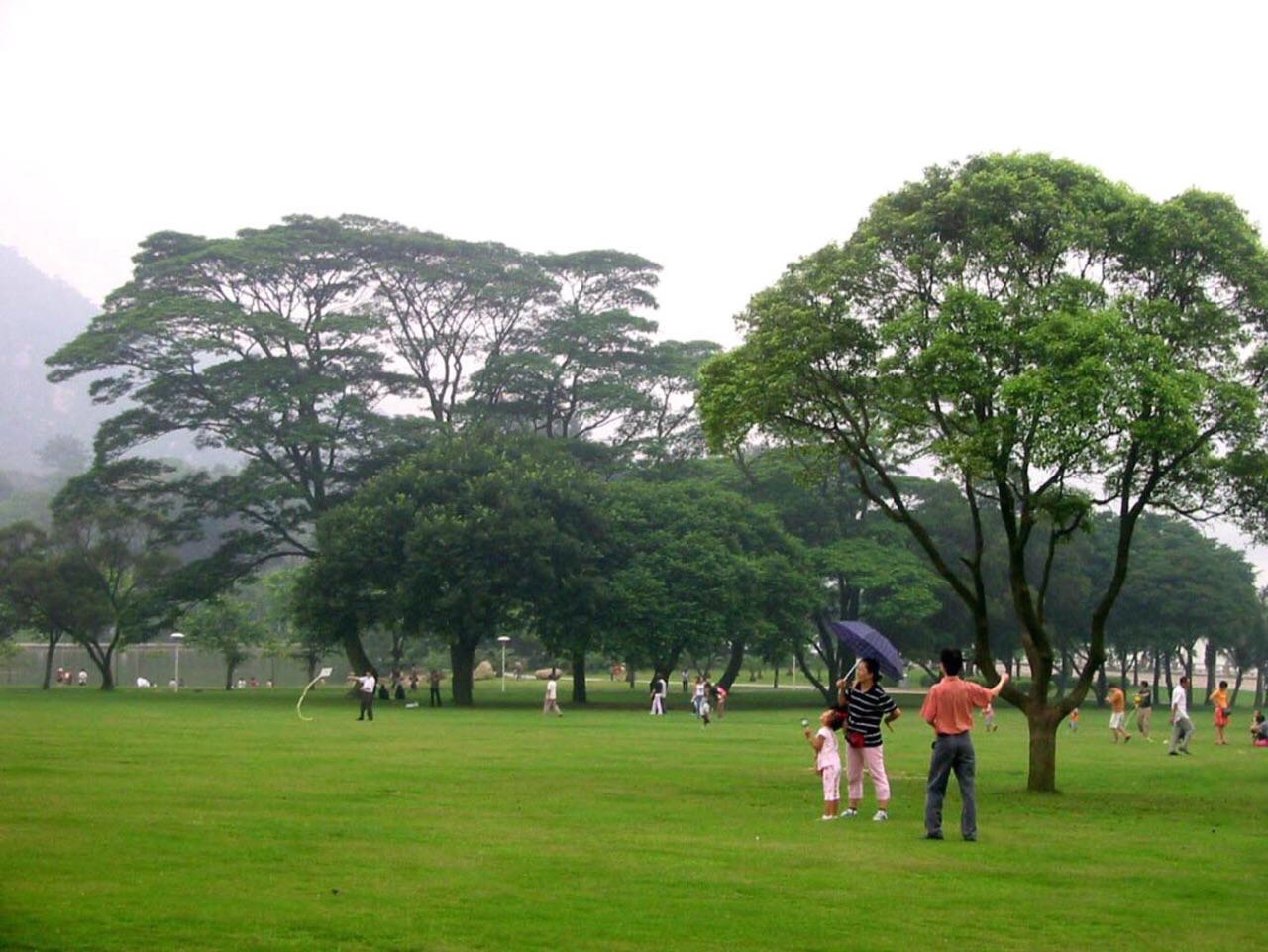 珠海海滨公园是一个休闲,游乐公园,园内有动物园,溜冰场,游泳池,烧烤
