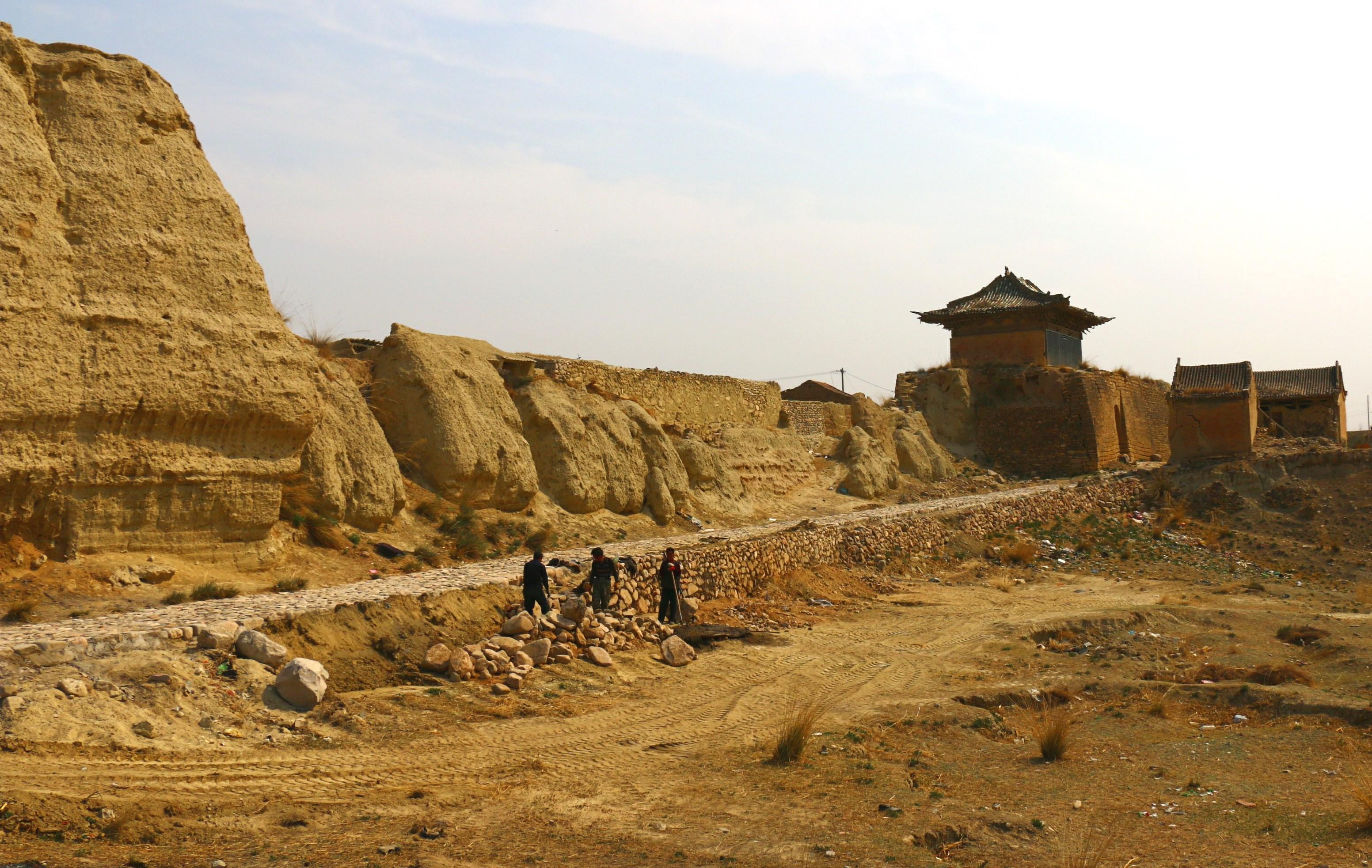 但我们不太喜欢景区熙熙攘攘的感觉,转去蔚县古城参观,顺便吃饭住宿.