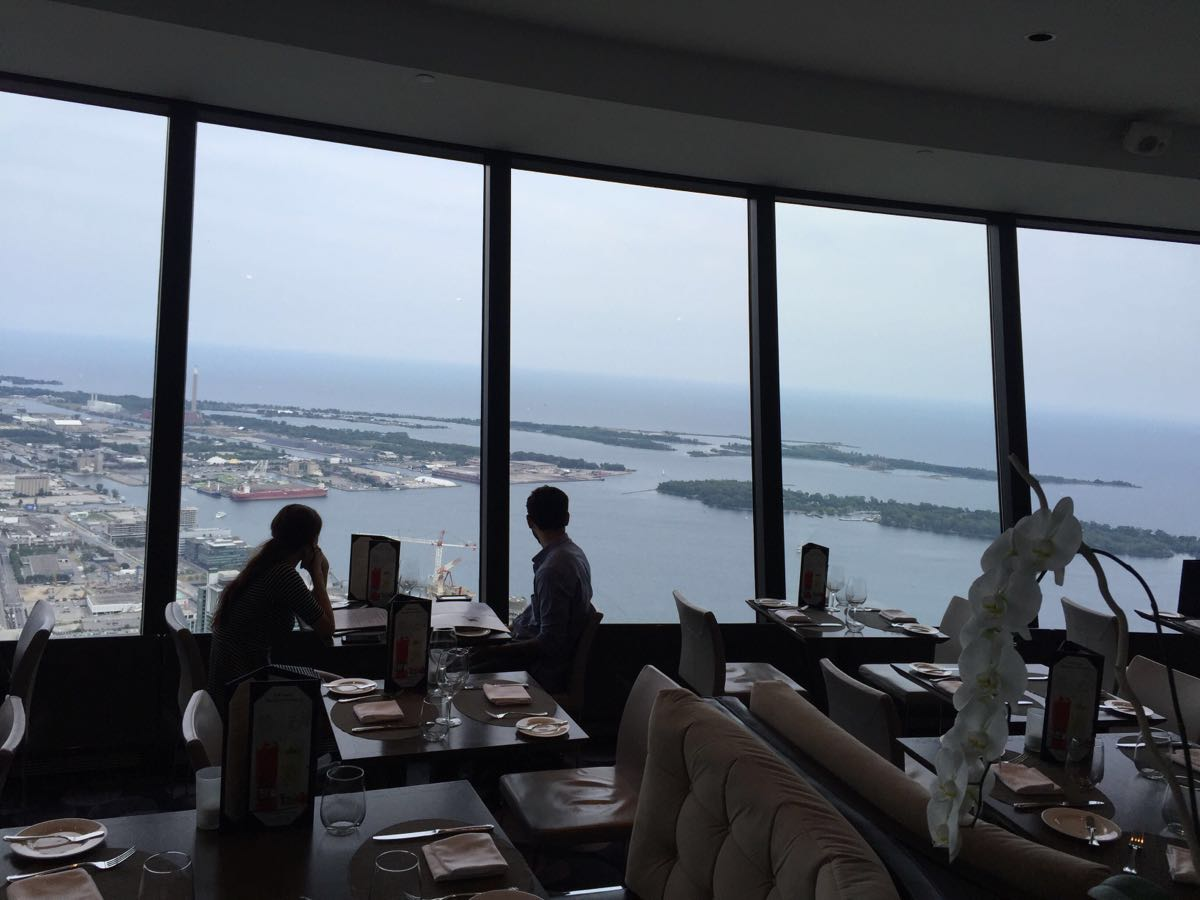 加拿大國家電視塔360旋轉餐廳