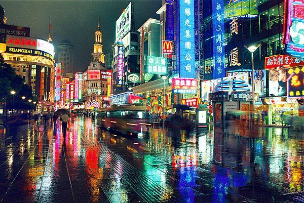 南京现代化都市街道图片