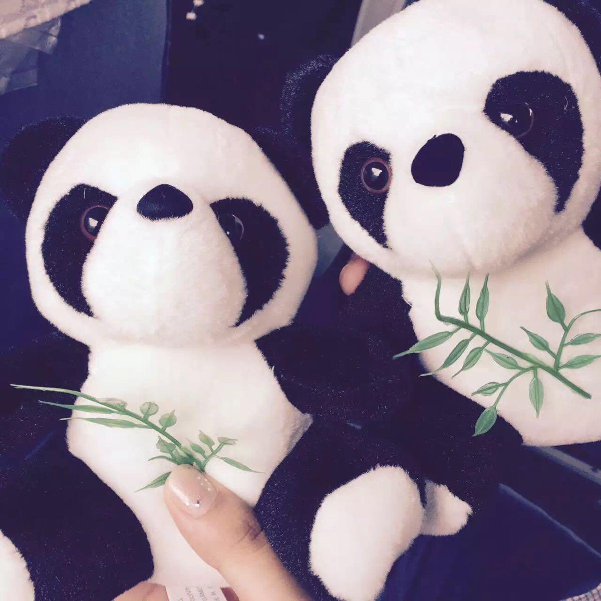咬屁屁,喝奶奶,啃竹子,回眸憨笑的……熊猫的每一个瞬间,都这么可爱