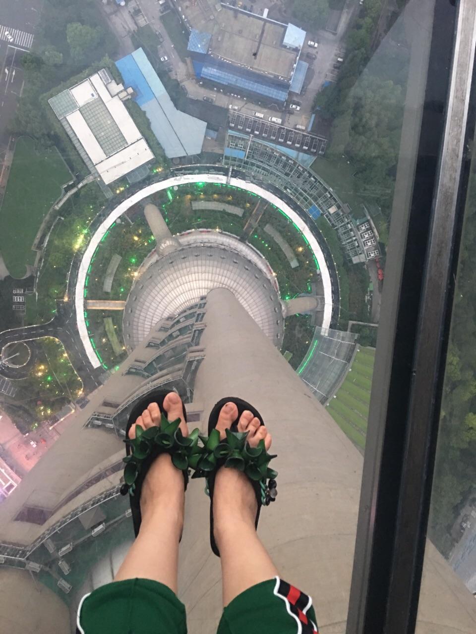 就像去北京不去长城一样,东方明珠塔的二球263米观光和259米悬空玻璃图片