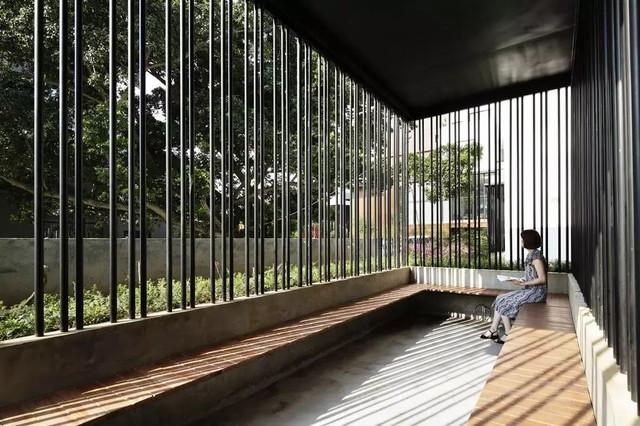 每个房间看出去的风景各不相同,被作为取景框的窗户被设计成各不相同