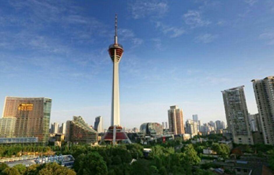 作为四川省和成都市的地标性建筑,塔内8000平方米用以开展高空旅游