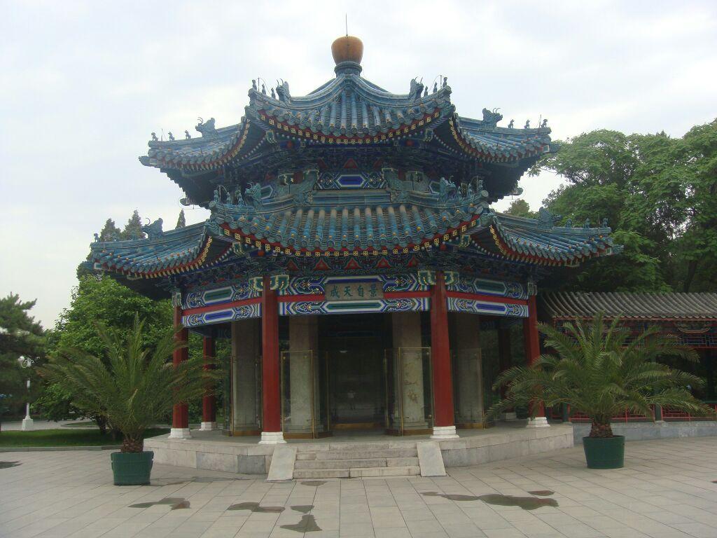 东中山公园_      中山公园地处北京市中心,东