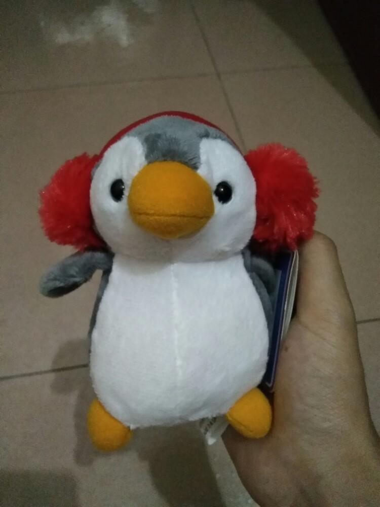 忍不住就买了一个企鹅宝宝钥匙扣,鎚头鲨服海师也好可爱玩热了可以去