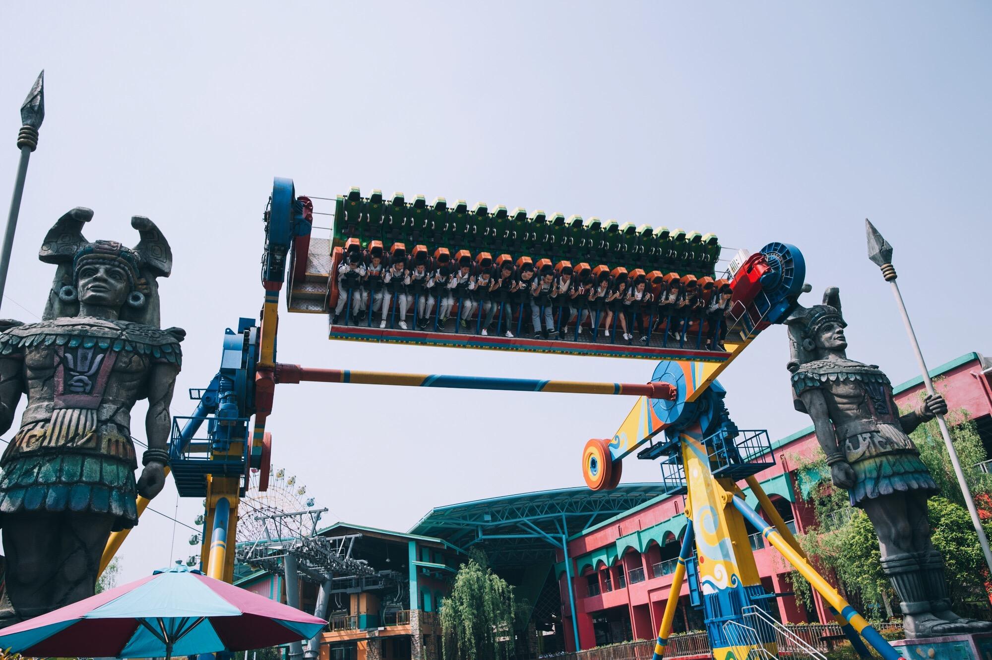 当然也要追求一下刺激,杭州乐园我也不会放过,独特的悬挂过山车那是