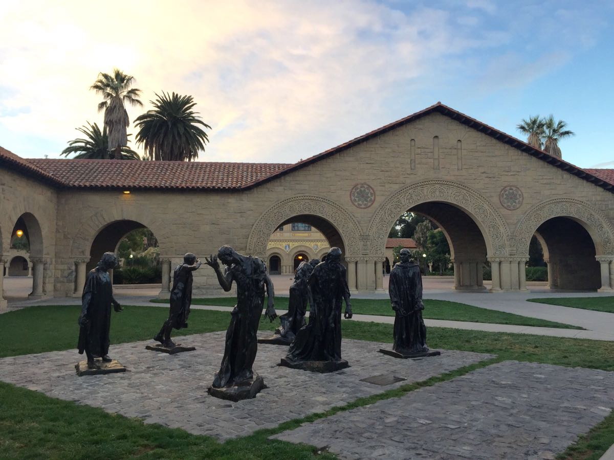 没想到大学校园有这么美,学院露天陈列了罗丹的雕像,斯坦福可能是除