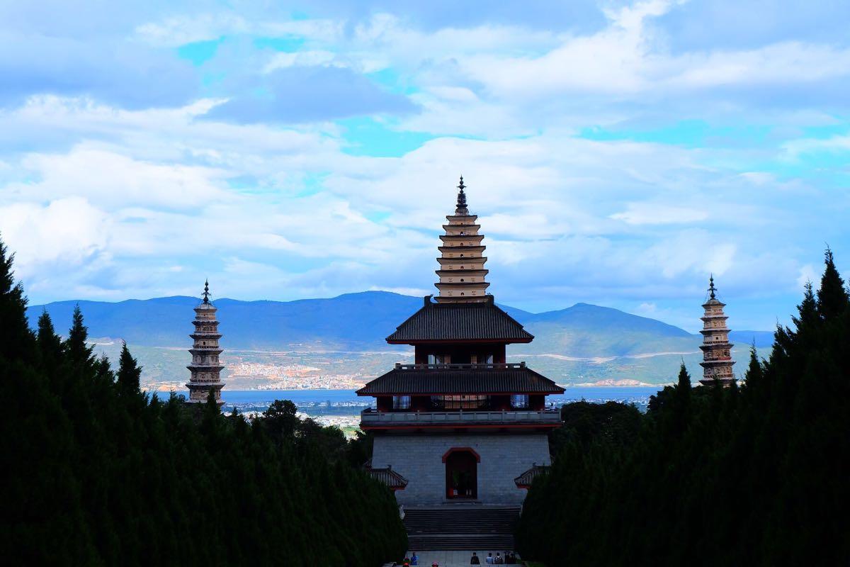 云南建筑景色手绘线稿