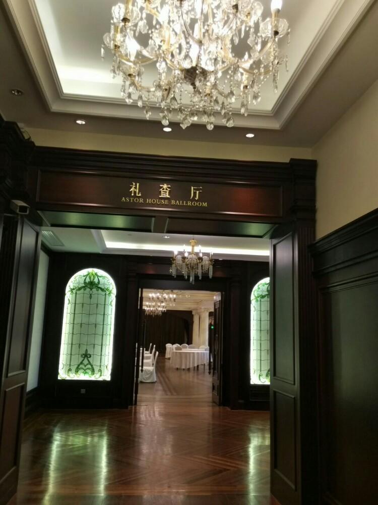 洗手间空间很大,可以抵上快捷酒店的一间房.