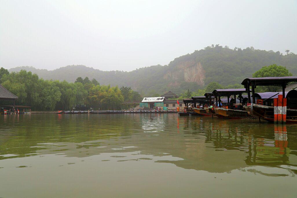 鉴湖是绍兴的母亲湖,它属于柯岩风景区的组成部分,个人觉得也是柯岩