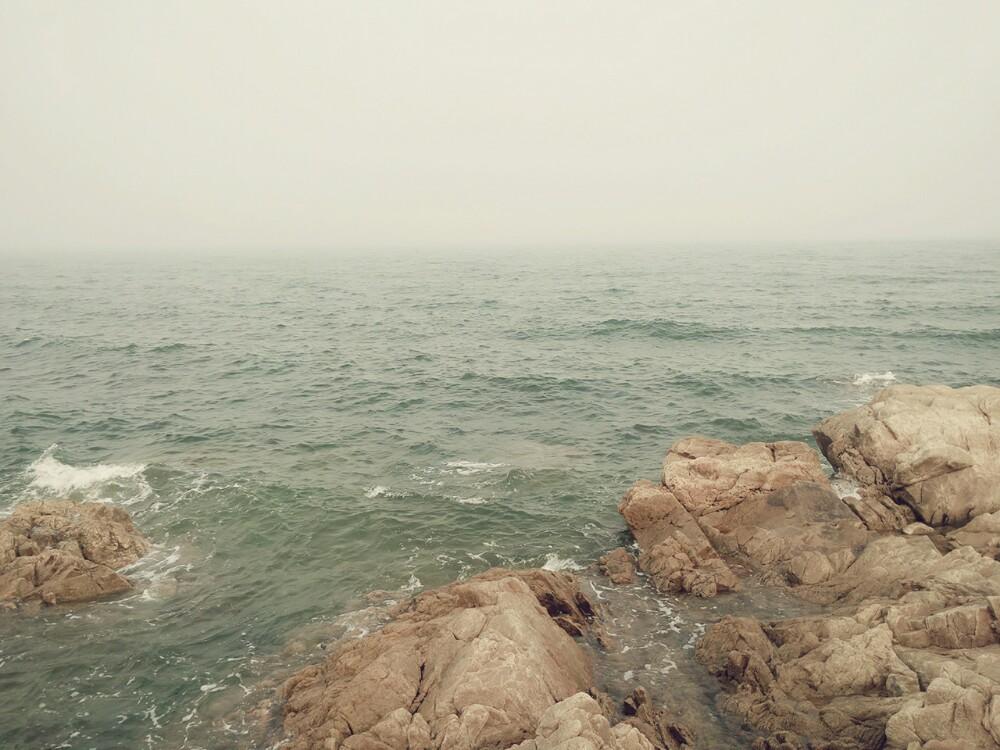 头像男生海边背影一个人